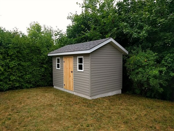 8x12 classic shed with overhang and soffits, lattice skirting