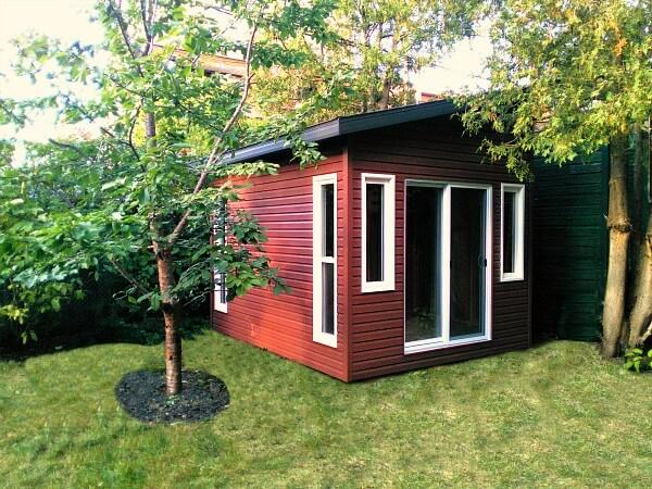 10x10 Artisan shed, Summit Sheds, Ottawa - patio doors, custom windows, premium vinyl siding